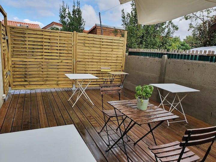 Dépendance atypique avec terrasse