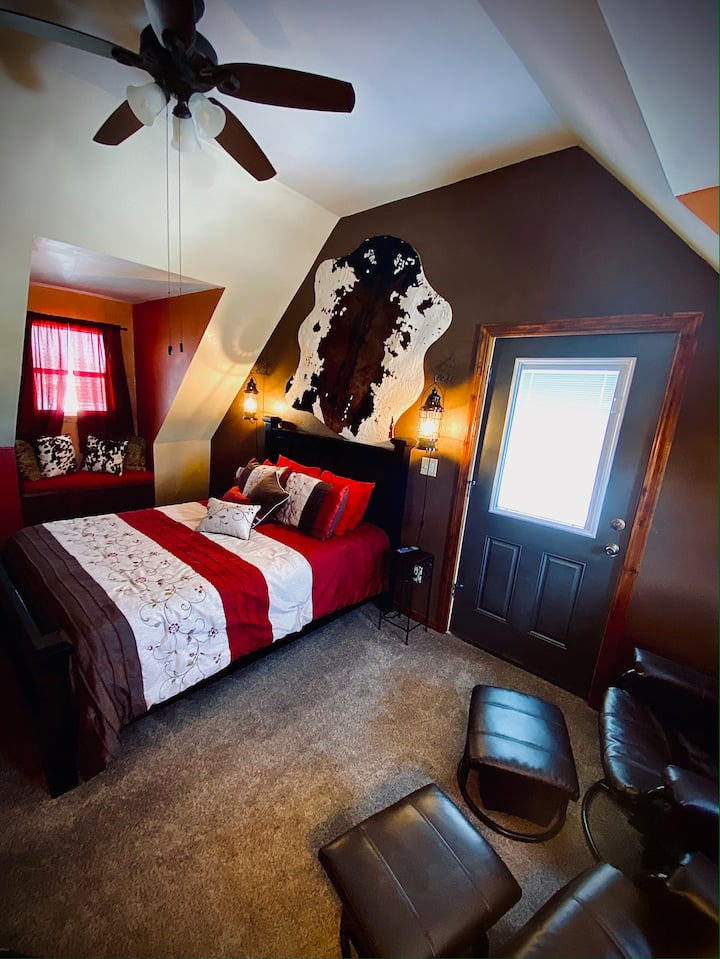 Spearfish BNB Robbers Roust /private bathroom