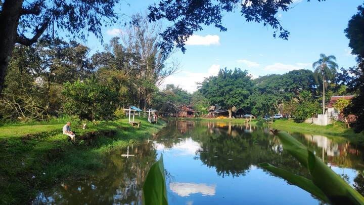 Atibaia - Chalé Encantador 1 - Camping Rio Manso