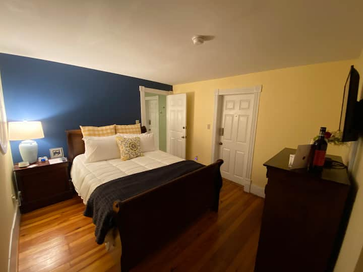 Almost Heaven Suite in Downtown Berkeley Springs