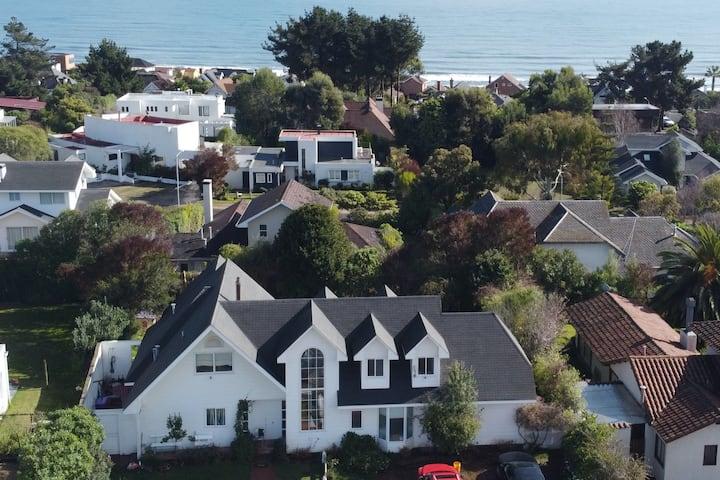 Amplia casa en el mejor sector de StaMaría del Mar