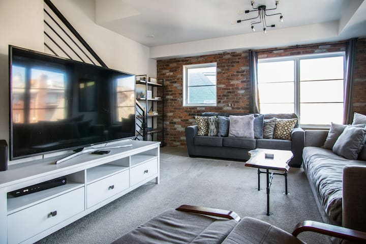 The Loft townhome Downtown SLC Garage Parking+WD