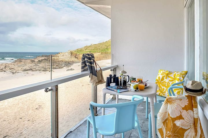 Porthmeor Beachfront Apartment With Stunning Views