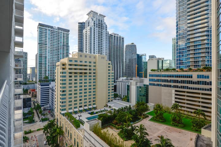 ***Awesome apartment at Brickell/Free Parking***