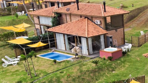 Chalet Masters with pool at Sítio da Montanha