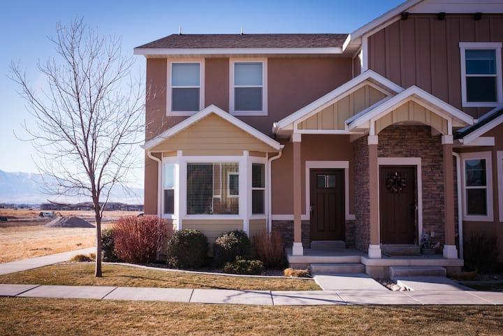 Cozy Home in North Logan 3BD/2.5BA Sleeps 6+