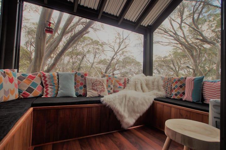 Mountain Retreat Suitable for 2 Families, Sleeps 8