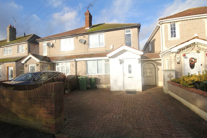 Goulds Green Place - 4 Bedroom House.