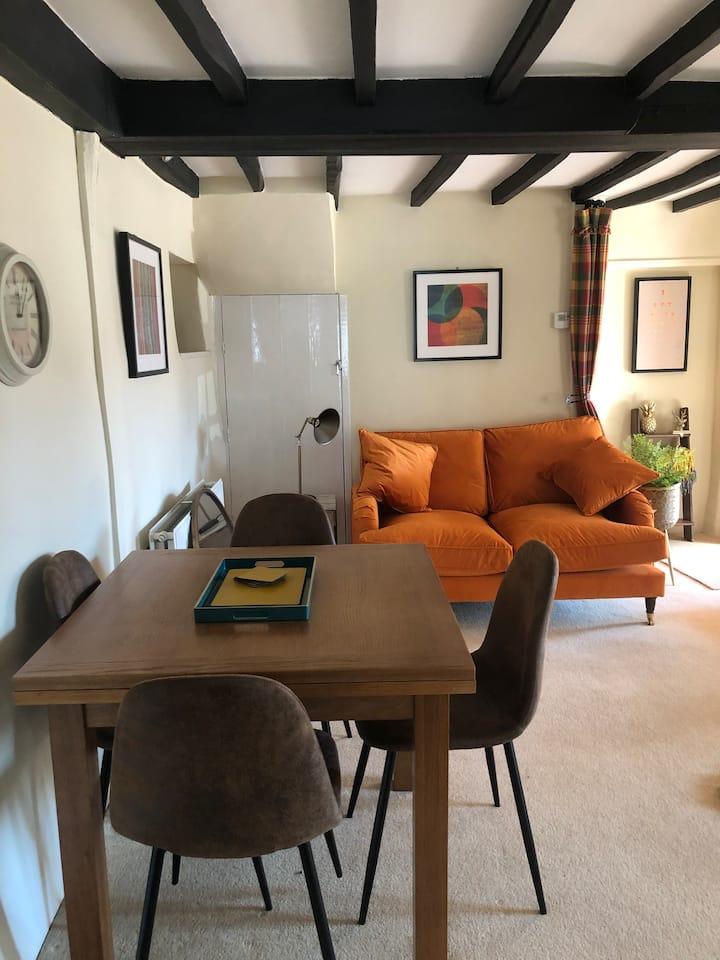 Cozy quaint Cottage