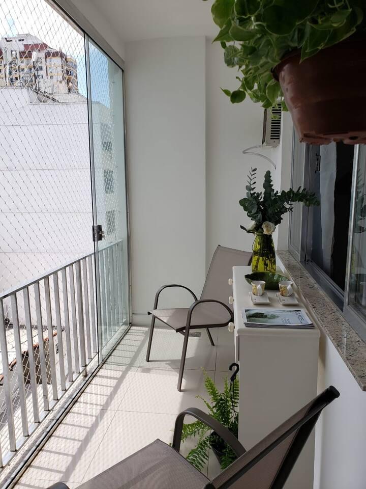 Modern apartment, open concept kitchen + suite