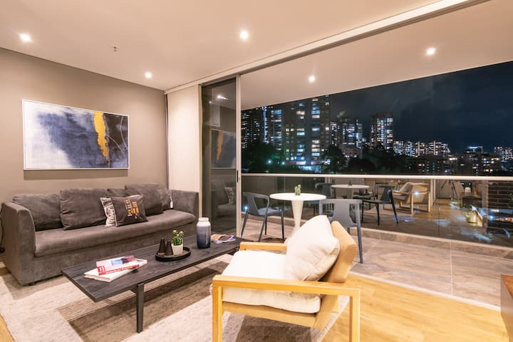 New Luxury Apartment with Spectacular Views 1802