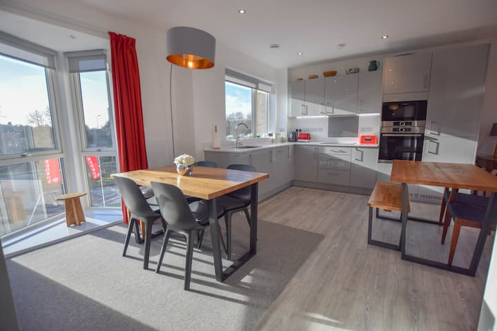 Stunning 2 Bedroom Oxford Apartment with Parking