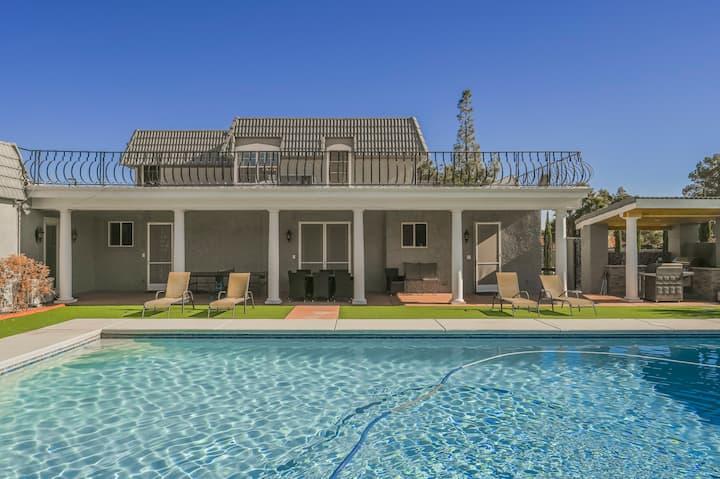 ZZ Luxurious 4BD Home w/ Huge Backyard and Pool