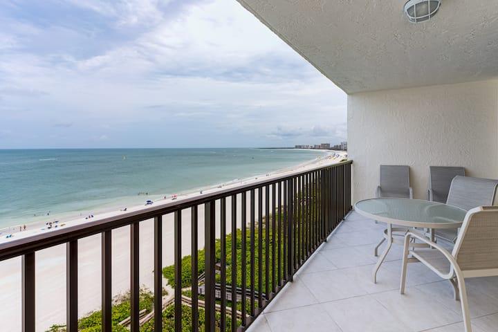 Beautiful Remodeled Beachfront Condo!