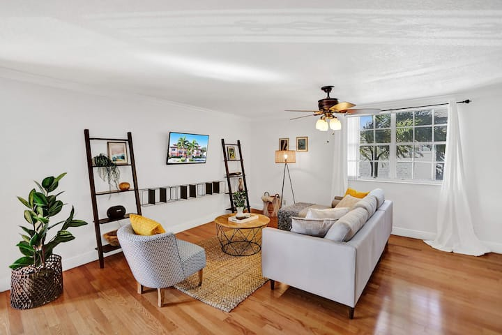 Relaxing 2BR Condo Steps from the Beach
