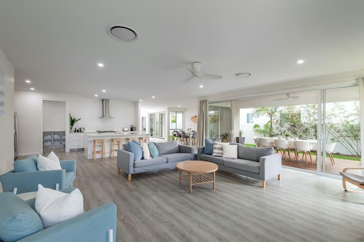 Dog friendly home - Coolum area Sunshine Coast