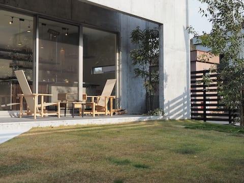 珈琲工房併設 貸切【hostel CAMPAGNE】コンクリート打ちっぱなしハウス