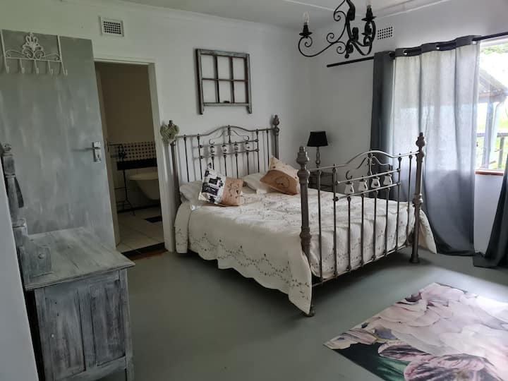 Peaceful comfortable Country family home & venue
