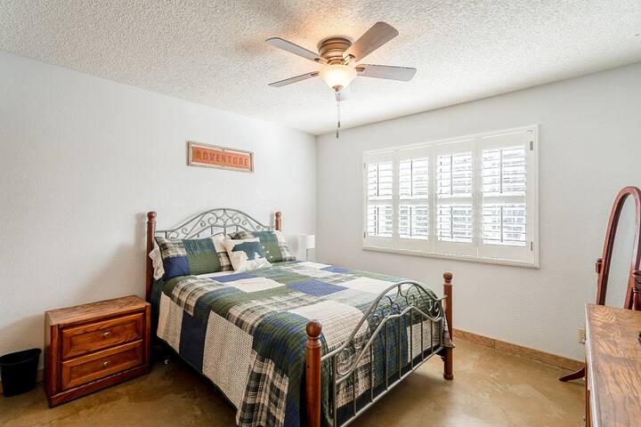 Third bedroom with queen size bed.