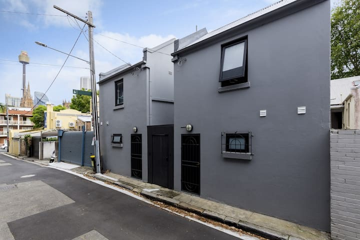 Entire 2 bedroom house, a few minutes walk to CBD