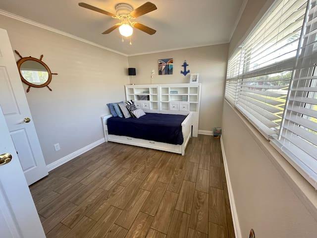 Villa 1 - Bedroom 3: Twin trundle bed
