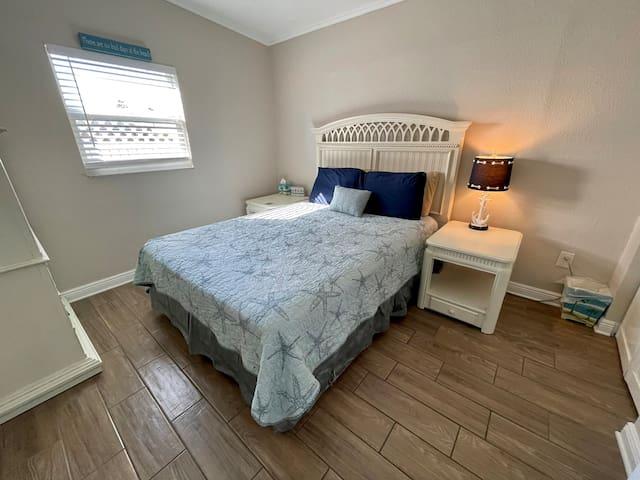 Villa 1 - Bedroom 1: Queen bed