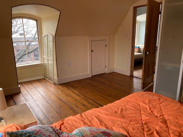 1-2 Bedroom in Union Square. Entire apartment