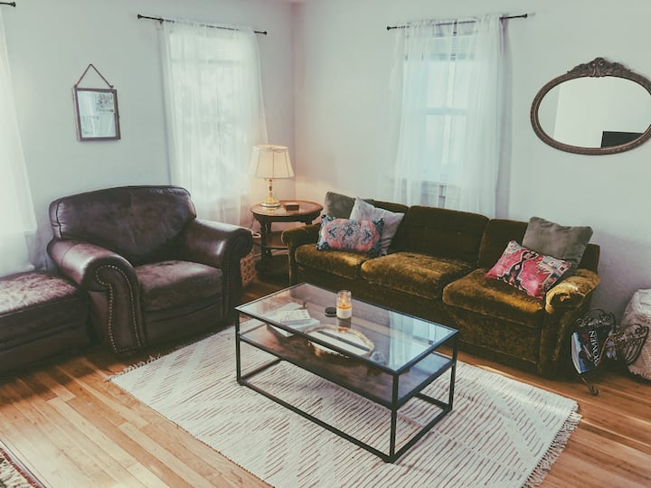 Cozy Boho Bungalow Near Downtown