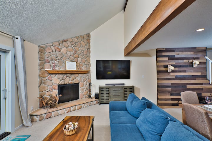 Fun Family townhouse with game room, SKI ON/OFF