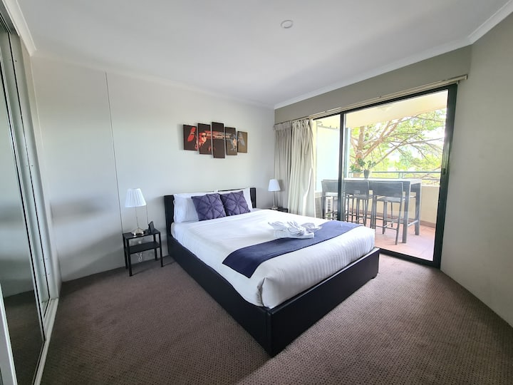 Large 1BR Apartment near Canberra Centre