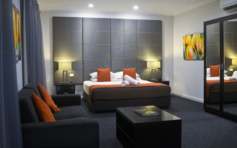 Deluxe King Suite in the heart of Cairns CBD