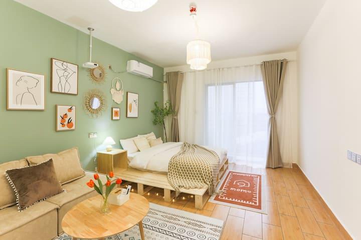 「绿意」地段超好的公寓|浪漫约会空间|巨幕高清投影|可长租