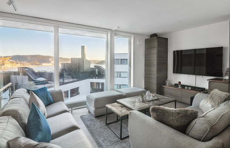 Luxury Living 2BR in CityCenter w/Waterfront View