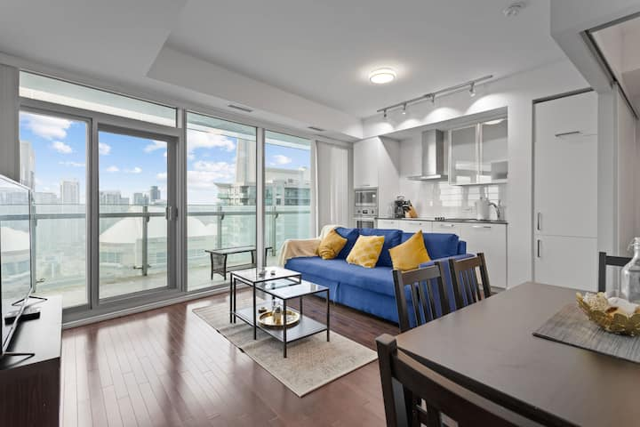 Lovely 2BR + Lakeview + Parking - MTCC, CN TOWER