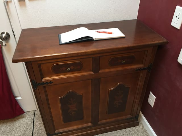 Looks like a nice little cabinet, until you try to open the drawers....