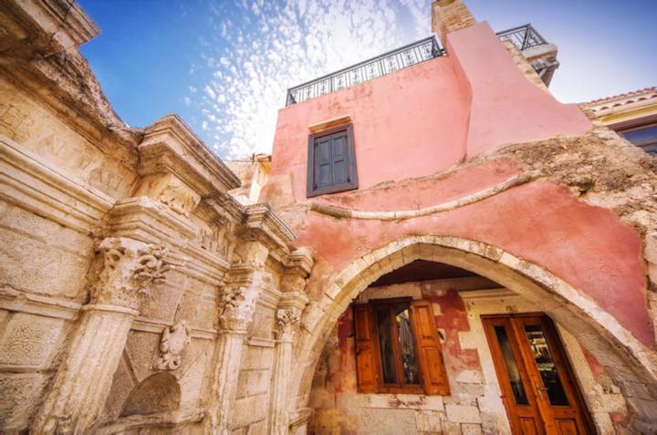 Venetian Rimondi Fountain Mansion. Built in 1626!