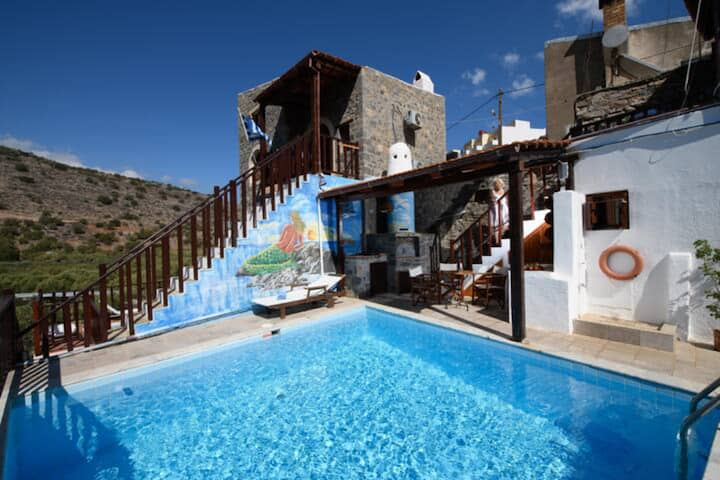 Traditional Homes- House 2 Bedrooms&Pool- Penelope