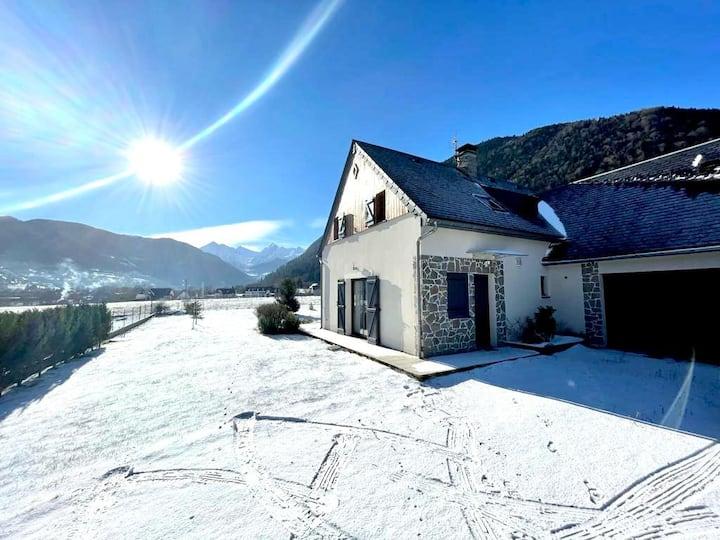 Maison avec jardin et vue sur la montagne
