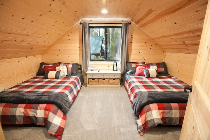 Second bedroom with two comfortable. twin beds.