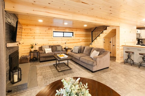 Donner Lake Cozy Cottage  |  ASK ABOUT SKI LEASE