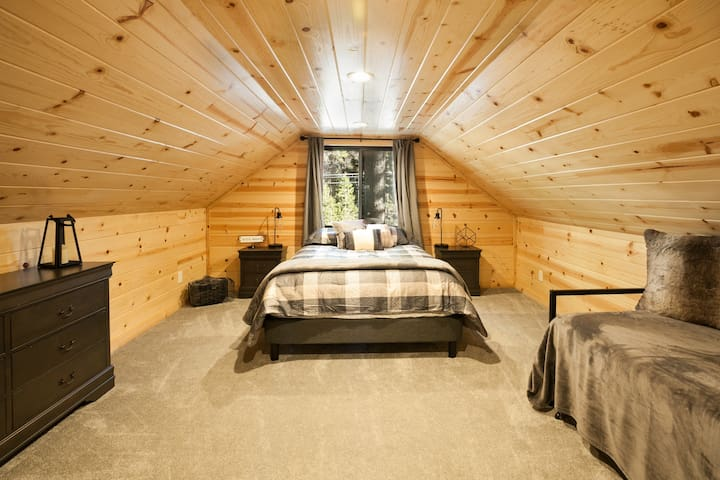 Queen bedroom with a great view out onto the trees.