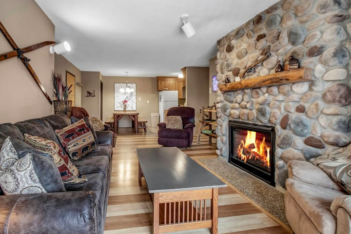 Holiday Valley Ski-in/Ski-out 2 Bed, 2 Bath Condo