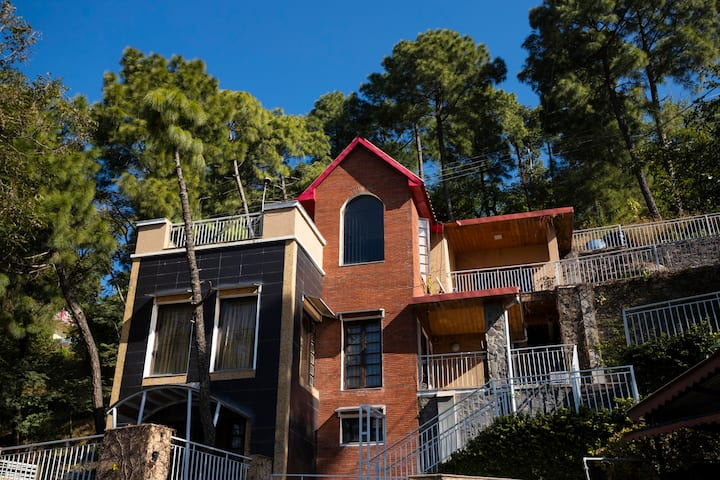 Royal Mansion 4BHK Villa Kasauli -by HomestayDaddy