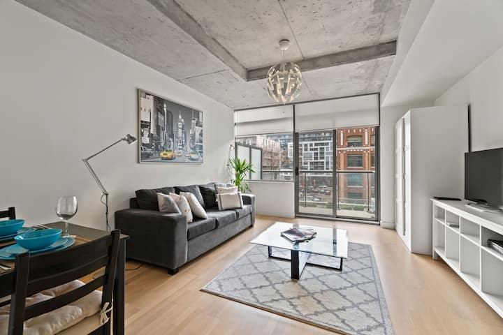 Luxury Suite with Balcony Lakeview in Downtown