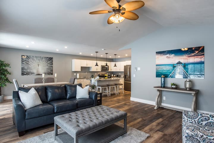 LUX Villa 101 Brand New Sylvan Beach w/ Free WIFI