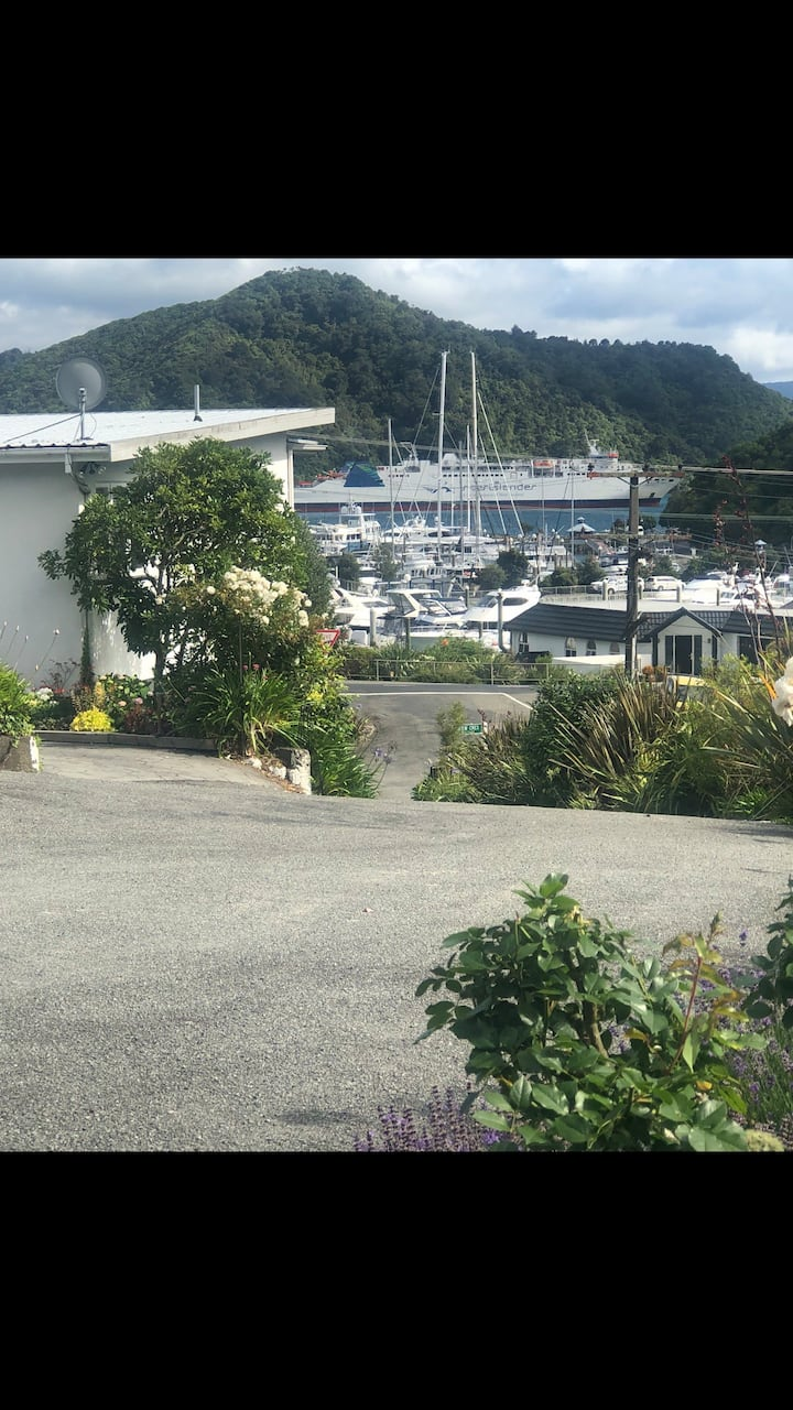 Picton~couples/ groups /families accomodation