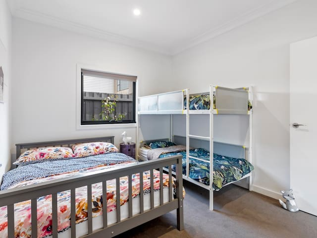 Bedroom woth capacity of 4 guests