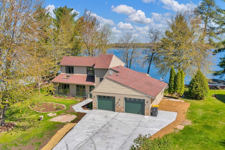 Lake Dubay Home, 100' frontage, 15 min to ski hill