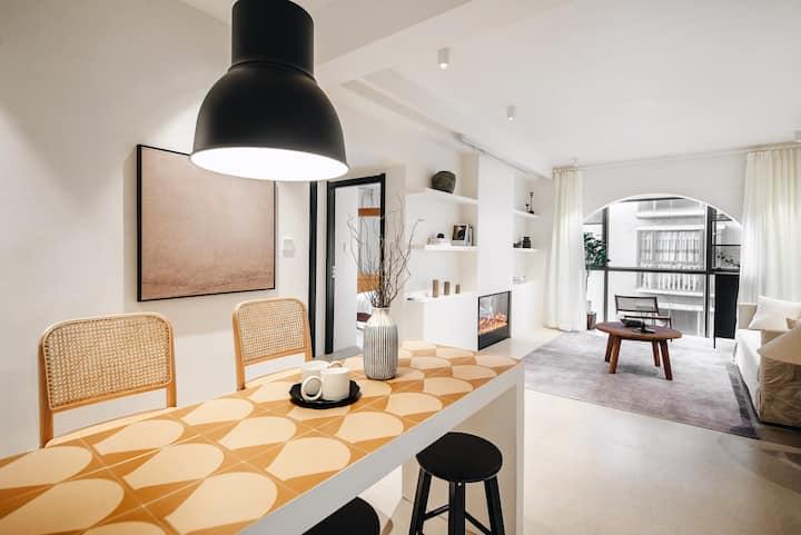 白芷︳位于顺城中心的设计两居室/近地铁可洗衣做饭/大屏投影