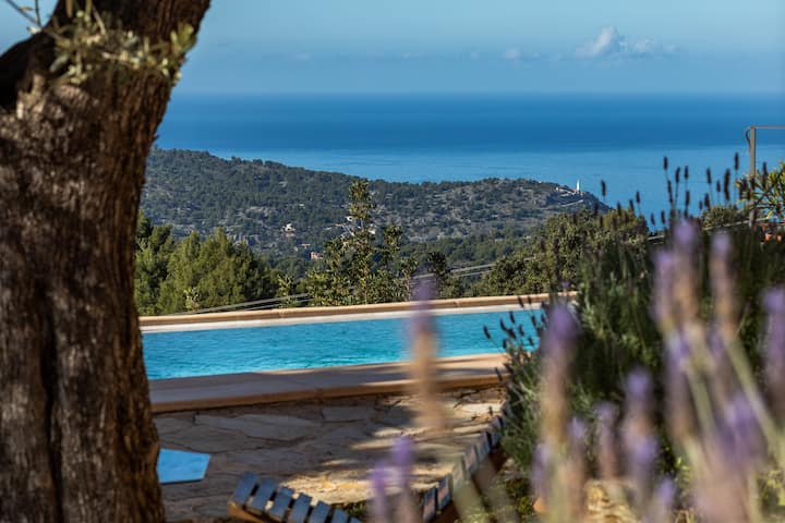 2-Bedroom Villa w/Pool. Private, Astounding Views